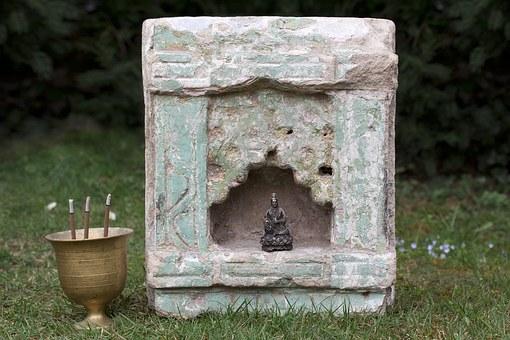 False altar